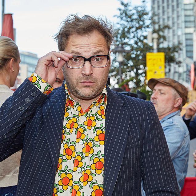 Wer steckt hinter der schrägen Comedy-Figur? (Foto)