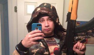 Kasper Knight posiert auf Facebook gern als harter Gangster Rapper. (Foto)