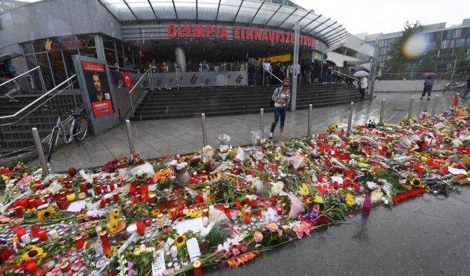 Am 22. Juli eröffnet ein 18-jähriger Deutsch-Iraner das Feuer im OEZ München. Zehn Menschen kommen dabei ums Leben. (Foto)