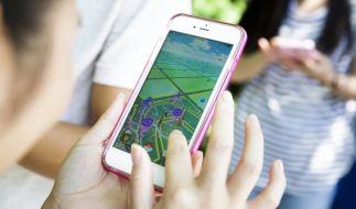 """In """"Pokémon Go"""" soll es eigentlich darum gehen, virtuelle Monster zu entdecken, zu fangen und spielerisch gegeneinander anzutreten. Für manch einen scheint der Spaß dabei offenbar nicht vorhanden zu sein. (Foto)"""