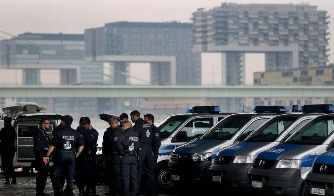 Die Türkei-Demo finden am rechten Rheinufer in Köln-Deutz statt.