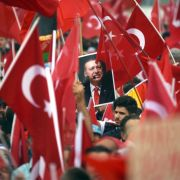 Aufgeheizte Stimmung! Zehntausende demonstrieren für Erdogan in Köln (Foto)