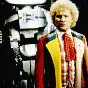 Kunterbunt ist sein Markenzeichen: Colin Baker als Doctor Who in der gleichnamigen Serie.
