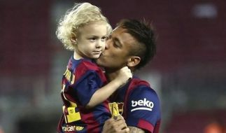 Neymar mit seinem Sohn David Lucca. (Foto)