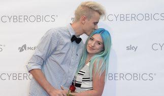 "Die YouTuberin Bianca ""Bibi"" Heinicke (r.) soll angeblich an Krebs leiden. (Foto)"