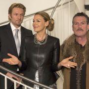 Die Galeristin Mika (Sophie Schütt) eröffnet mit ihrem Mann Philip (Thure Riefenstein, li.) eine Vernissage mit Werken des Künstlers Jo Taler (Kai Maertens, re.).