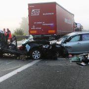 LKW rast in Stauende - Drei Tote (Foto)