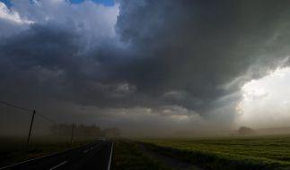 Regen, Schnee und Stürme: Auch in den kommenden TAgen soll es wenig sommerlich werden. (Foto)
