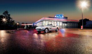 Das steht er wieder: Der restaurierte Roadster von Elvis Presley. (Foto)