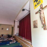 Flüchtlinge räumen besetztes Pfarrhaus in Regensburg (Foto)