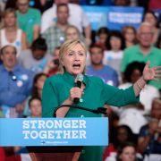 Bühne gestürmt! Attentat auf Hillary Clinton? (Foto)