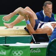 Besonders großes Pech hatte der französische Kunstturner Samir Ait Said, als er sich bei den olympischen Wettkämpfen 2016 beim Sprung den Unterschenkel gebrochen hat. Er hatte bereits einen Unterschenkelbruch am anderen Bein hinter sich.