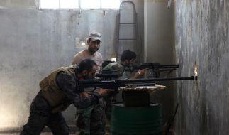 Noch immer liefern sich Truppen des syrischen Machthabers Baschar al-Assad sowie russische Verbände heftige Kämpfe mit Rebellen um die Stadt Aleppo. (Foto)