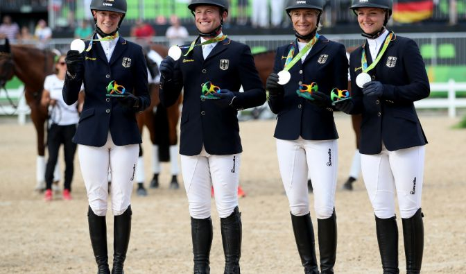 Sandra Auffarth, Michael Jung, Ingrid Klimke und Julia Krajewski: Silber im Vielseitigkeitsreiten Mannschaft (Foto)