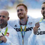 Christoph Harting (Mitte) und Daniel Jasinski: Gold und Bronze im Diskuswerfen der Männer