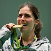Barbara Engleder: Gold im Schießen, Dreistellungskampf