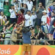 Olympia-Schock! TV-Kamera stürzt in Menschenmenge (Foto)