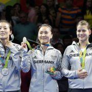 Ying Han, Xiaono Shan und Petrissa Solja: Silber im Tischtennis Mannschaftswettbewerb der Frauen
