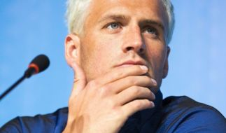 US-Schwimmer Lochte relativierte seine Aussagen nach einem mutmaßlichen Überfall in Rio. (Foto)