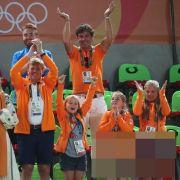 Königin Maxima, Niederlandens König Willem-Alexander und die Prinzessinnen Ariane, Alexia und Amalia (v.l.) feuern in Rio die niederländischen Sportler an.