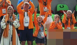 Königin Maxima, Niederlandens König Willem-Alexander und die Prinzessinnen Ariane, Alexia und Amalia (v.l.) feuern in Rio die niederländischen Sportler an. (Foto)