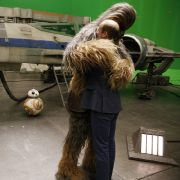 Zum Trost gibt's ja dann zum Glück noch eine dicke Umarmung von Chewbacca. Der hat aber auch viele Haare. Kein Neid, werter Prinz!