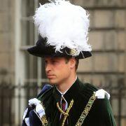Prinz William scheint einen Faible für ungewöhnliche Kopfbedeckungen zu haben. Oder hat er etwa doch ein Problem mit seinen immer weniger werdenden Haaren?