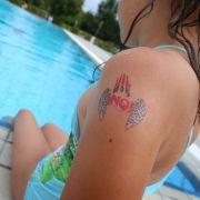 Klebe-Tattoos als Schutz vor Sex-Attacken (Foto)