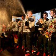 Zu hart gefeiert? Hockey-Herren fliegen aus Deutschem Haus (Foto)