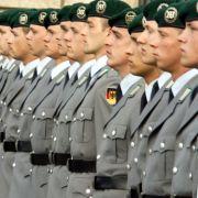 Will die Bundesregierung die Wehrpflicht wieder einführen? (Foto)