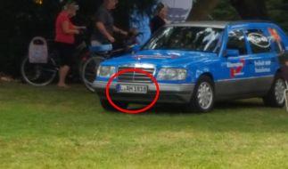 Hat die AfD in Leipzig ein Auto mit Hitler-Nummernschild? (Foto)
