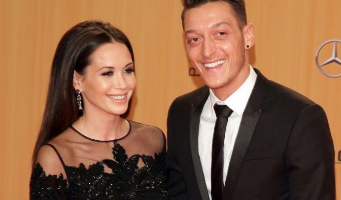"""Mandy """"Grace"""" Capristo, wie wir sie am liebsten sehen: Sexy, elegant - und an der Seite von Fußballstar Mesut Özil. Über die Jahre hat die Sängerin alle Looks durchprobiert. (Foto)"""