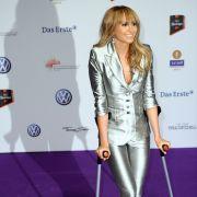 Auch eine Capristo leistet sich mal einen Styling-Fauxpas. Zum Echo 2011 erschien sie im silbernen Anzug, mit Krücken und Ponyfrisur - ein Look, der ihr wirklich nicht stehen wollte. Das Vorbild liegt jedoch auf der Hand:Latina-Queen Jennifer Lopez.