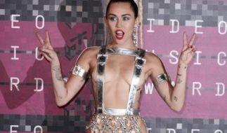 Miley Cyrus sorgte immer wieder mit skandalösen Outfits für Furore. (Foto)