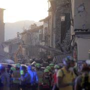 Mädchen nach 17 Stunden aus Trümmern gerettet (Foto)