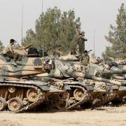 Türkische Panzer-Offensive gegen IS-Kämpfer und Kurden (Foto)