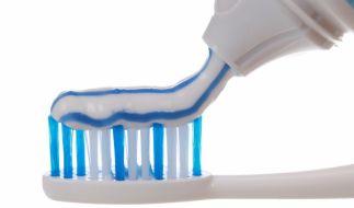 Sehr gute Universal-Zahnpasta muss laut Stiftung Warentest nicht teuer sein. (Foto)