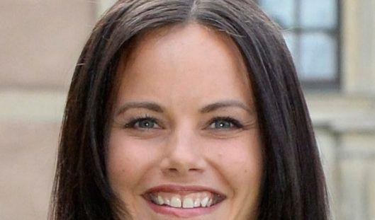 Für seine Frau Sofia, früher Hellqvist, ist dies jedoch kein Problem. Sie liebt ihren Mann trotz seines kleinen Makels. Und auch er scheint mit Sofias Zahnlücke kein Problem zu haben. Warum denn auch?