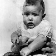 Schon als Baby hatte dieser Royal überaus große Ohren.