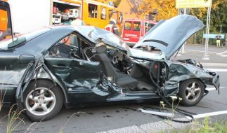 Das Auto, was der 47-Jährige gerammt hat, ist total zerstört. (Foto)