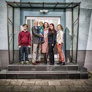 Familie Ziegler/Beimer: Martin Ziegler (Jan Grünig), Hans Beimer (Joachim H. Luger), Emil Beimer (Vincent), Anna Ziegler (Irene Fischer), Sarah Ziegler (Julia Stark) und Sophie Ziegler (Dominique Kusche).