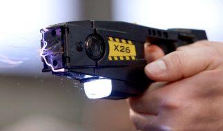 Die Berliner Polizei darf bald Elektroschock-Pistolen im Dienst verwenden. (Foto)
