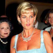 Diana bezauberte mit ihrer Ausstrahlung alle, die sie trafen. Vor allem die Männerwelt lag der zweifachen Mutter zu Füßen.