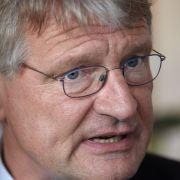 AfD-Chef Jörg Meuthen mit Tiefkühl-Torte attackiert (Foto)