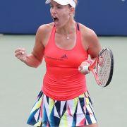 Verlockendes Angebot! Widersteht sie ihrer Tennis-Freundin? (Foto)