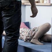 Mutter ließ ihre vier Töchter sexuell missbrauchen (Foto)