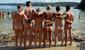 Nacktheit ist kein Muss? Am FKK Strand sollte man sich dann zumindest höflich verhalten. (Foto)