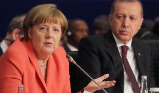 Bundeskanzlerin Angela Merkel (CDU) und der türkische Staatspräsident Recep Tayyip Erdogan beim UN-Nothilfegipfel am 23.05.2016 in Istanbul. (Foto)