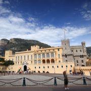 Der Grimaldi-Palast in Monte Carlo (Monaco). Hier residieren Fürst Albert, Fürstin Charlène und die beiden Zwillinge Jacques und Gabriella. Die Befestigung entstand 1191 auf einem Felsen mit Blick auf das Meer.