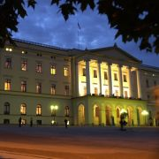 Das Schloss in Oslo dient den norwegischen Royals als Residenz. Hier werden Staatsgäste empfangen und hier ist die Verwaltung der Monarchie untergebracht. Auch Gäste von Kronprinz Haakon und Mette-Marit werden hier einquartiert.